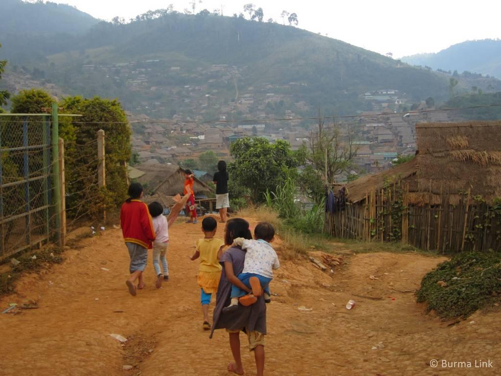 Children-in-Umpiem-camp