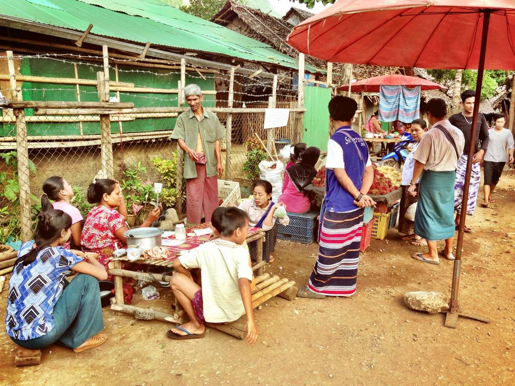 Mae-La-refugee-camp-market